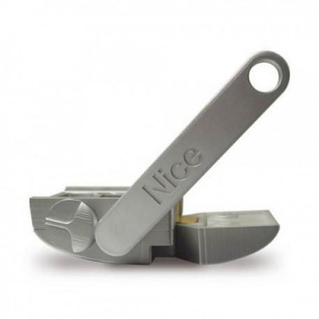 MEA3 NICE Sblocco con chiave a leva da utilizzare nel caso di installazioni su superfici come sabbia o terra